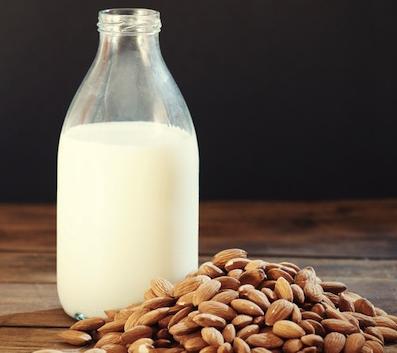 Los beneficios de la leche de almendras